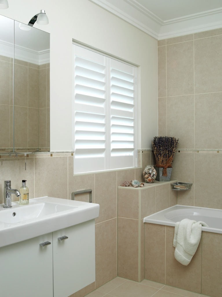 Bathroom Shutter 28 Images Pretty Old Houses Plantation Shutters For The Bathrooms Bathroom